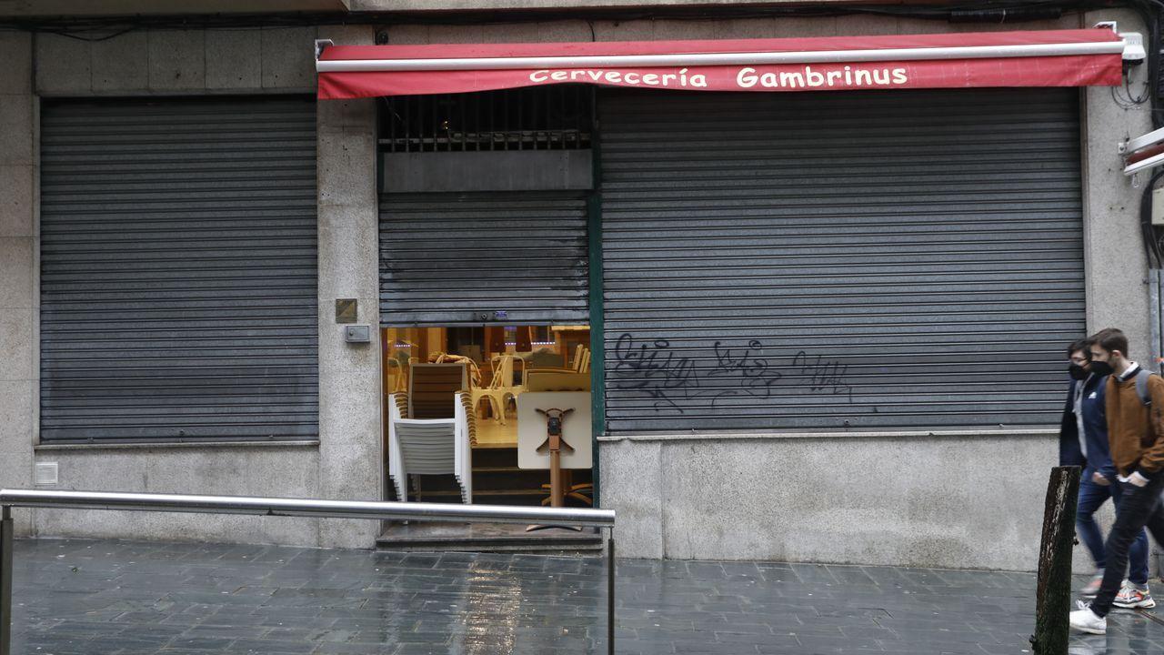 El cierre de la hostelería, que solo puede servir para llevar, y las limitaciones al comercio han hecho caer la actividad económica
