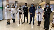 El conselleiro de Sanidade con el equipo directivo del HCV, que lidera Margarita Rodríguez