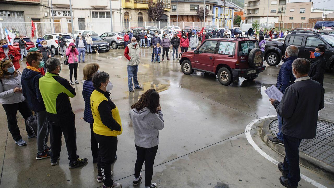 Valdeorras reclama que se mantenga la venta de billetes de tren en O Barco y A Rúa.Terrazas en O Carballiño, ahora cerradas