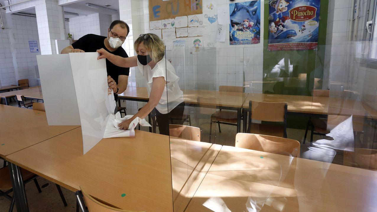 Álbum de fotos: Así fue la vuelta al colegio en Barbanza.Paciente accediendo al servicio de urgencias del Hospital Clínico de Santiago