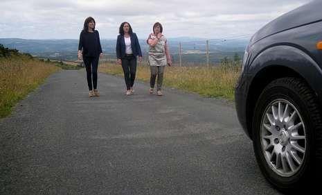 La Vuelta a España recorre la comarca.La delegada de la Xunta supervisó ayer las mejoras en el vial de acceso al parque eólico de O Careón