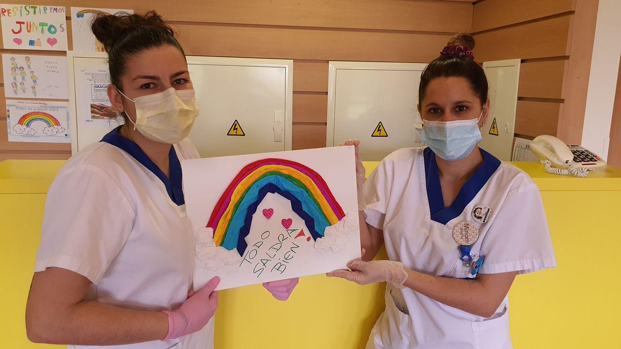 Eva Fernández y Miriam Rodríguez, auxiliares de clínica en una residencia de ancianos de Lugo privada