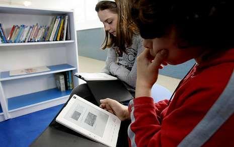 La introducción del libro electrónico en las bibliotecas escolares busca fomentar la lectura.