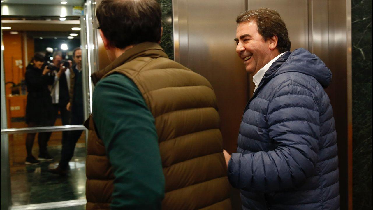 Carlos Negreira llegando a la sede del PP en A Coruña