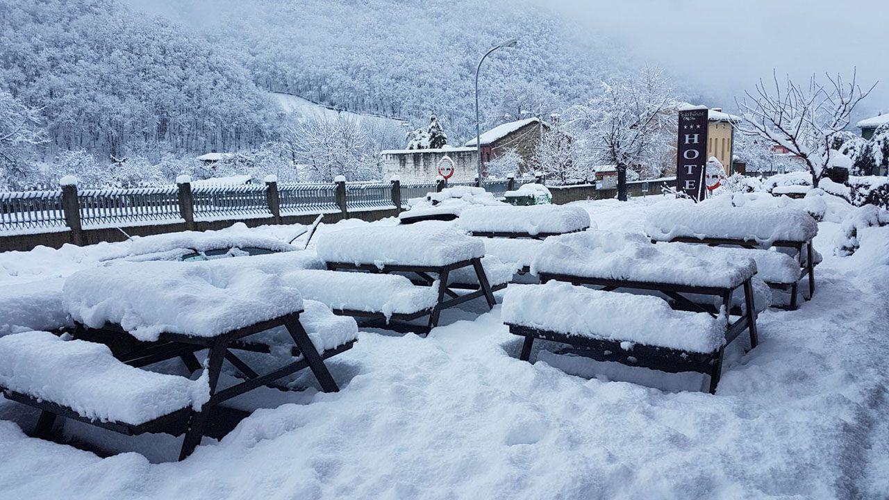 La nieve se acumula en gran medida en Cuevas, Aller