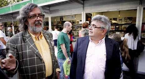 Pernas estuvo acompañado en la presentación del periodista Ramón Loureiro, a la derecha.