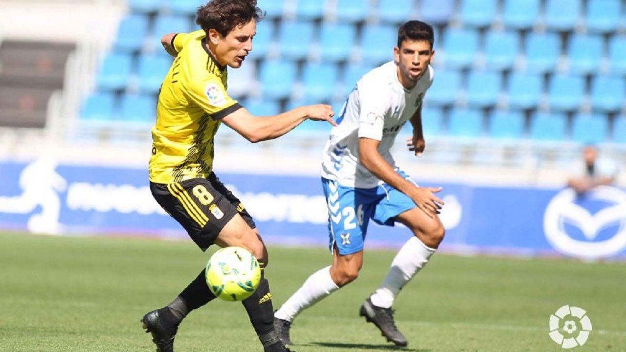 gol Blanco Leschuk Tenerife Real Oviedo Heliodoro Rodriguez Lopez.Sangalli, ante Javi Alonso, durante el Tenerife-Oviedo