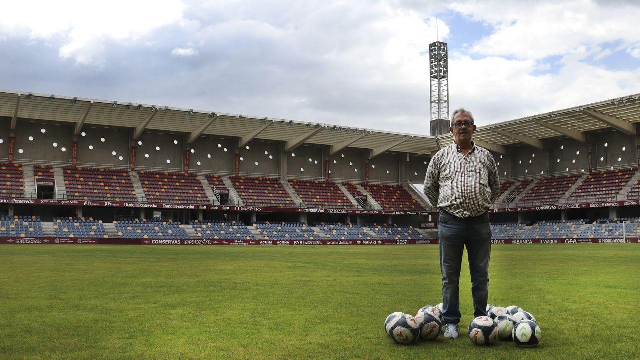 Juan Gabriel Tomé, en el campo de Pasarón, se jubila como responsable de la lavandería y del material del Pontevedra CF