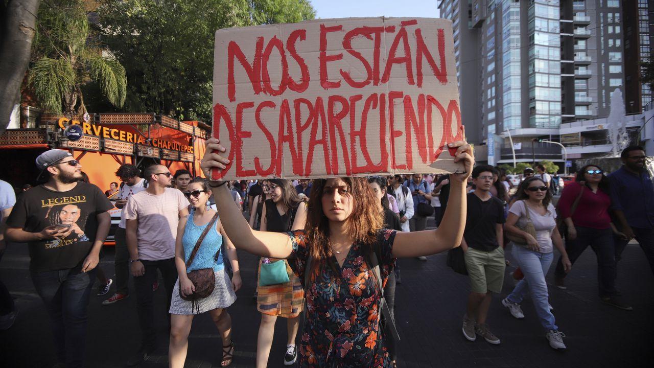 Estudiantes de la escuela de cine de Guadalajara, en México, participan de una marcha por el asesinado de tres compañeros