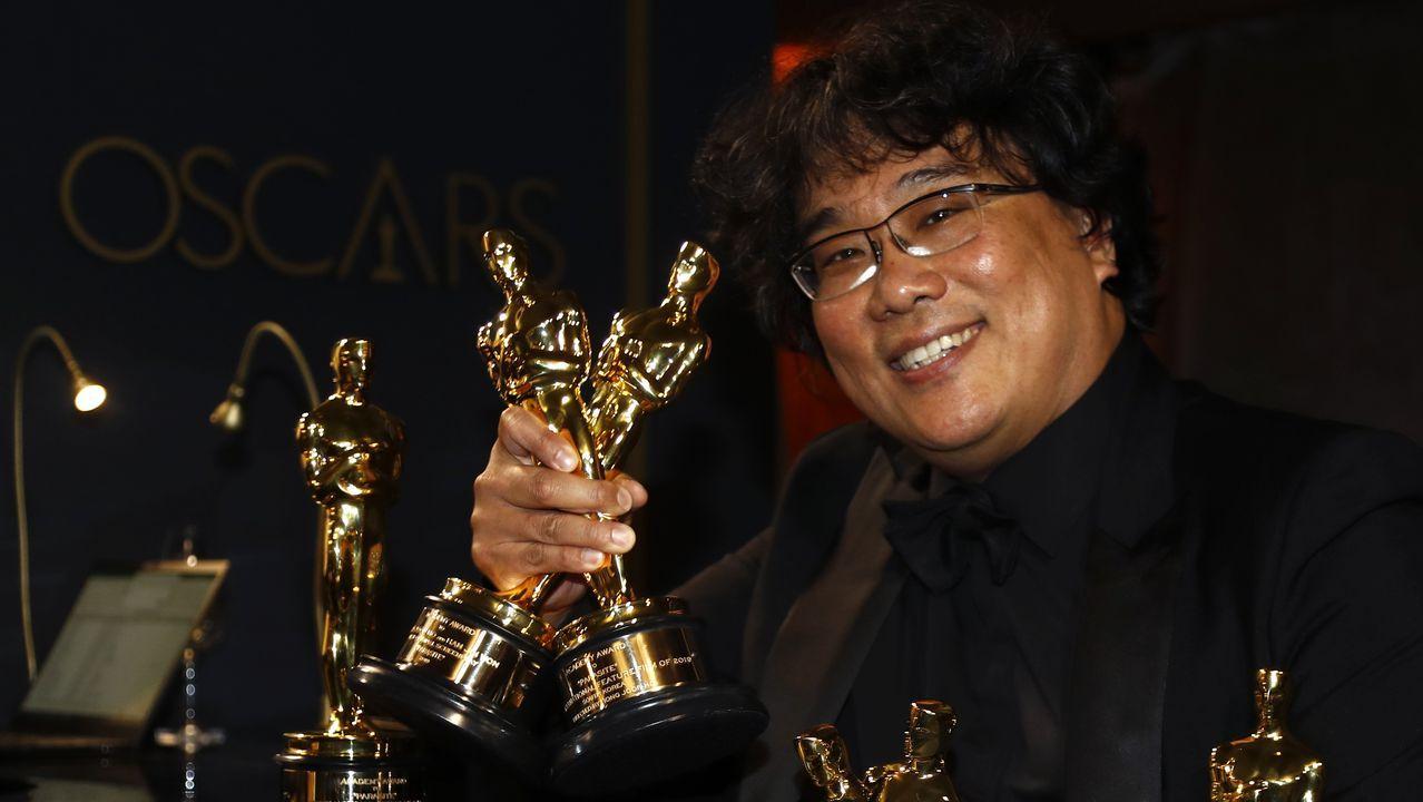 «Parásitos» hace historia en los Óscar.Un operario desinfectando la iglesia de Corea del Sur