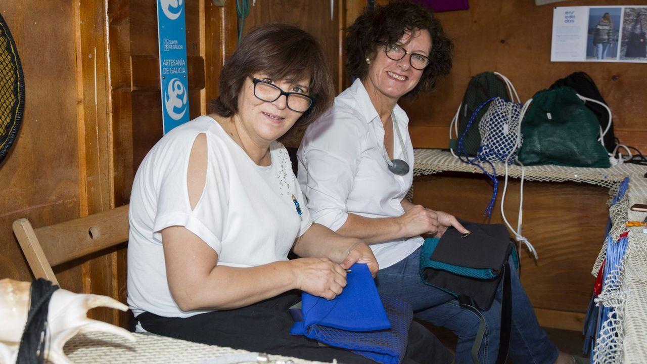 Carballo y L'Isle Jourdain: 25 años de hermanamiento. ¡Las imágenes!.Carmen Riveiro enseña su oficio en el Castillo de Vimianzo