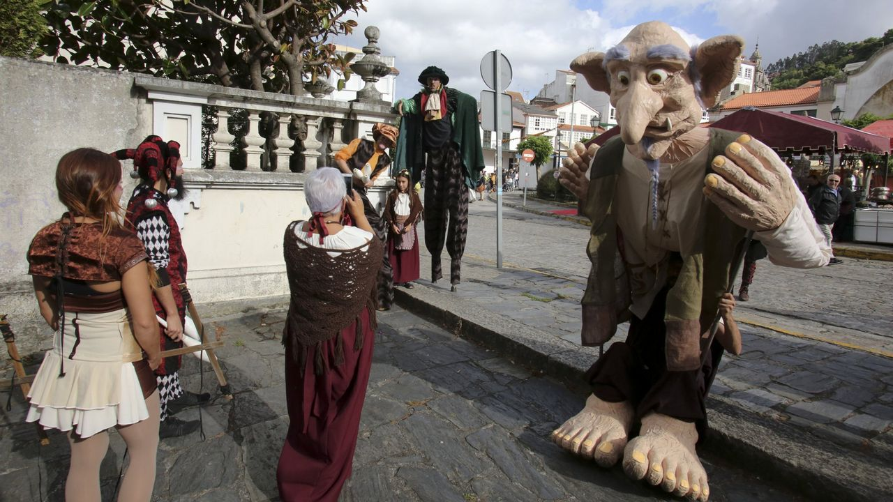 Las fotos del transporte delvinode la Feira Franca.Daniel Goelman, considerado padre de la inteligencia emocional será uno de los ponentes del foro Five de A Coruña