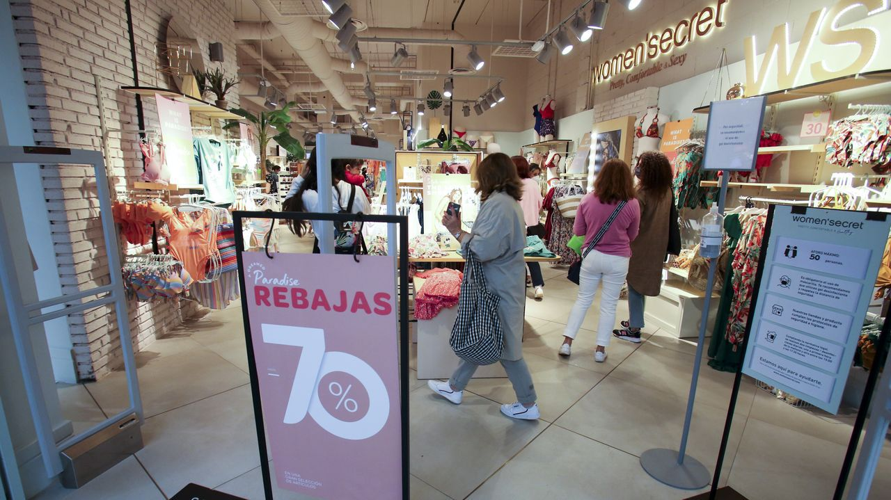 En la imagen, la tienda de Women's Secret de Odeón, donde se ofrecen descuentos de hasta el 70%