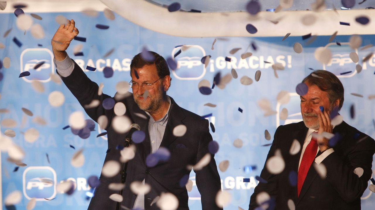 JUNIO 2009. Mariano Rajoy y Jaime Mayor Oreja celebran el triunfo en las elecciones al Parlamento Europeo en la sede nacional del PP