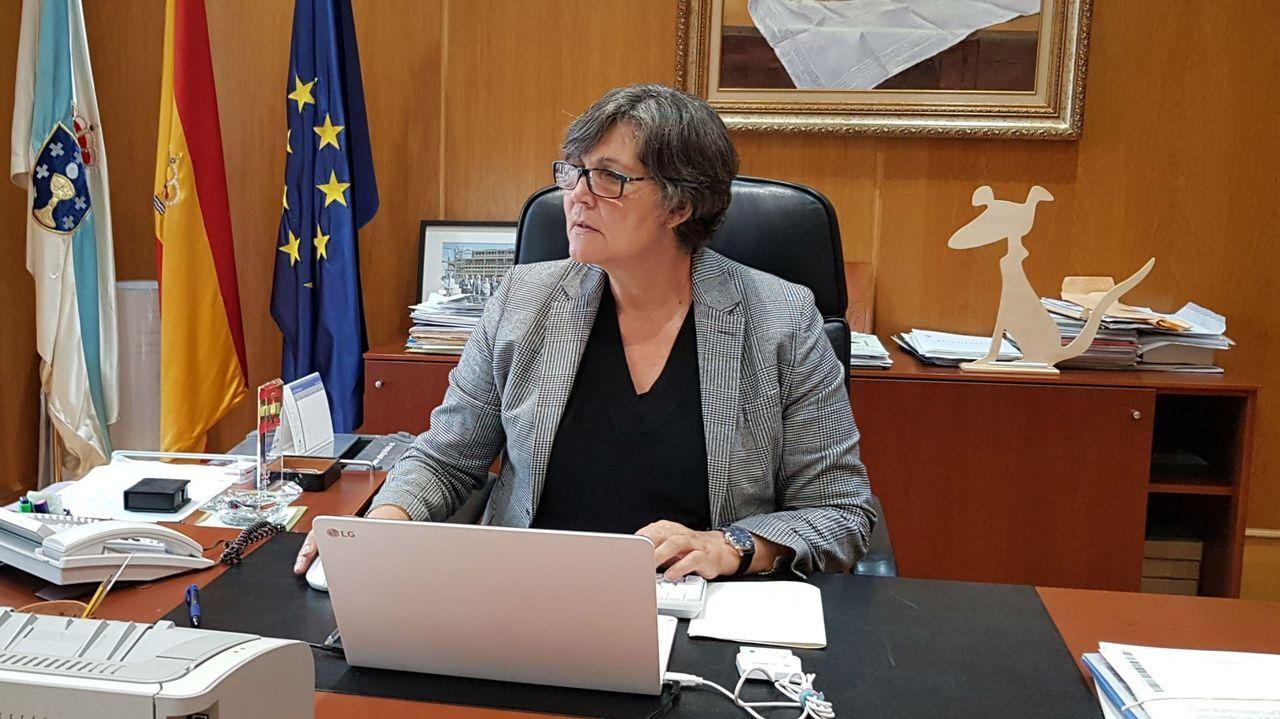 La festa da Ameixa de Campelo, foto a foto.Eva García en su despacho del ayuntamiento de O Porriño