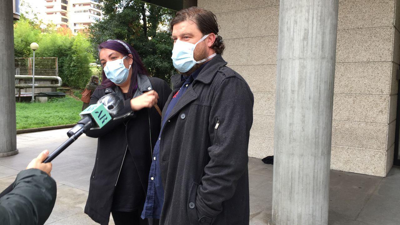 Nuria y Miguel, al salid del juicio en Vigo por amenazar a sus okupas