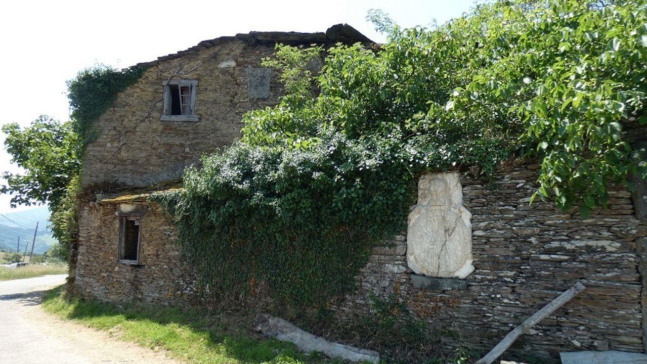 Casa torre de Dumia, en Cervantes, en ruina