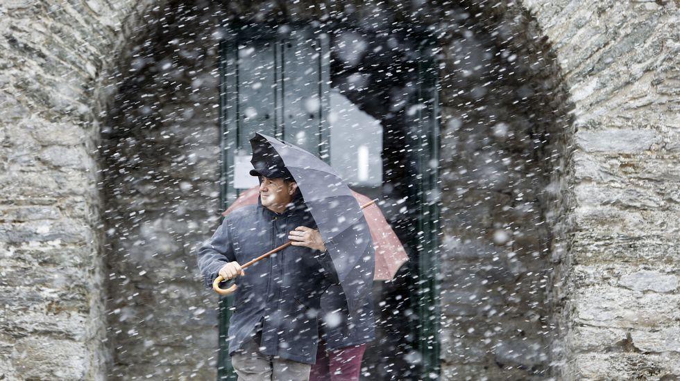 Fuerte nevada en Pedrafita.Alto do Rodicio, en Ourense.