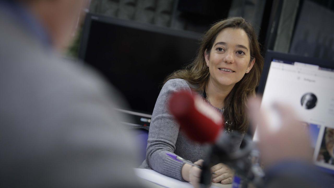 La alcaldesa de Avilés, Mariví Monteserín.Inés Rey, en Radio Voz.