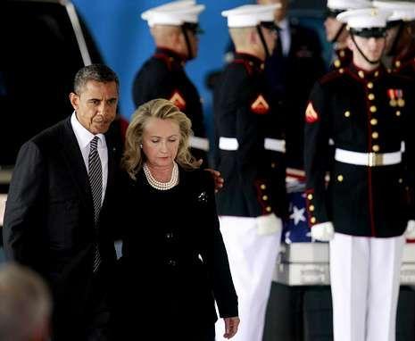 Obama y Clinton recibieron en la base Andrews los restos de los diplomáticos muertos en Libia.
