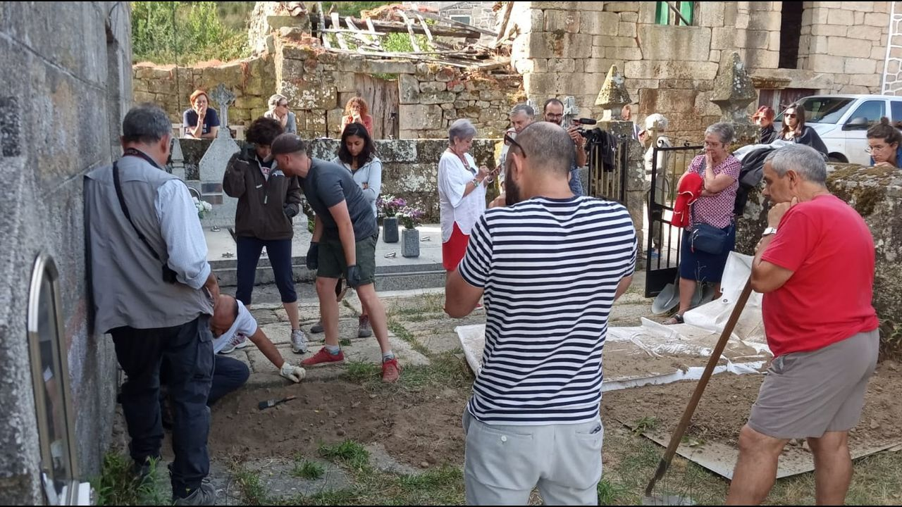 Llegada de emigrantes gallegos del programa Reencontros