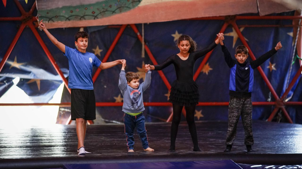 Los artistas circenses están formando a sus hijos