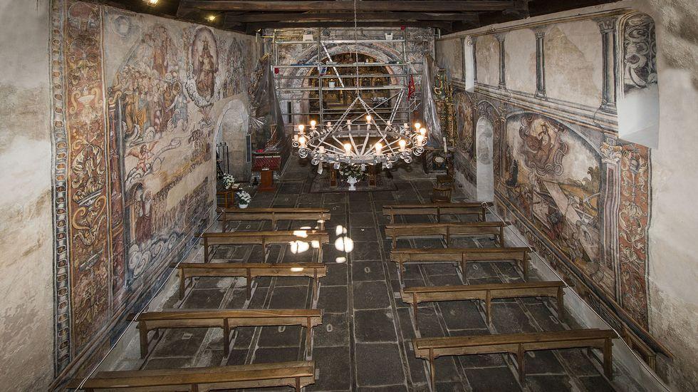 Una vista de cojunto de la nave de la iglesia de Santa María de Nogueira de Miño