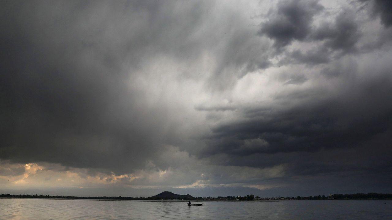 Panorámica del lago indio de Dal de Srinagar