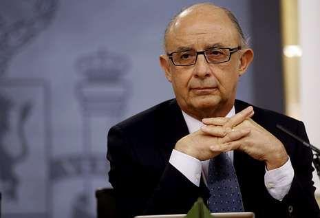 Montoro destacó el «contenido social» de las medidas recogidas en la reforma fiscal.