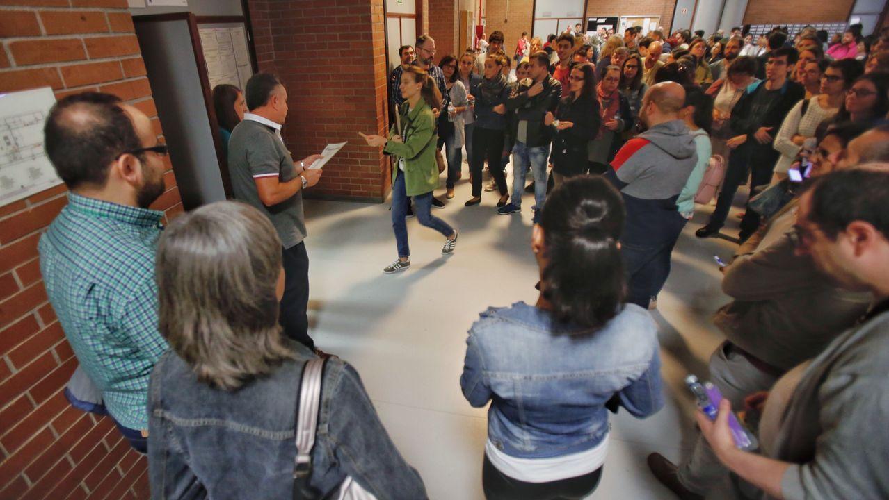 Una opositora accede a uno de los exámenes celebrados el pasado fin de semana