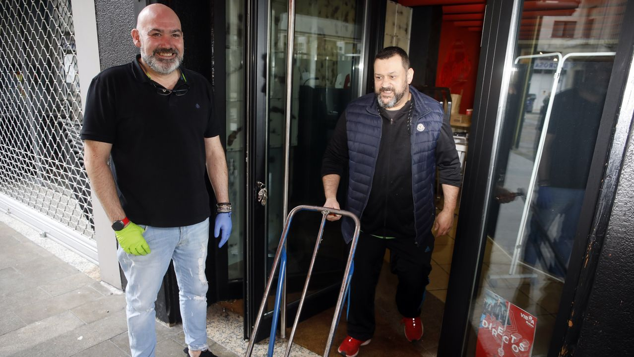 Ambiente de terrazas en Lugo en la fase 1.Javier Serén, gerente de Dotmas, que abrirá este lunes para ofrecer comidas