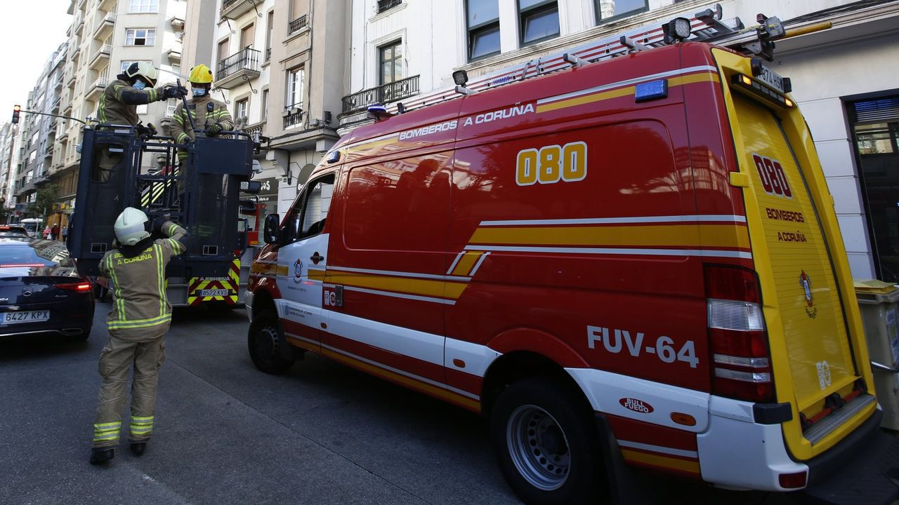 mallos.Imagen de archivo de una intervención de los bomberos de A Coruña
