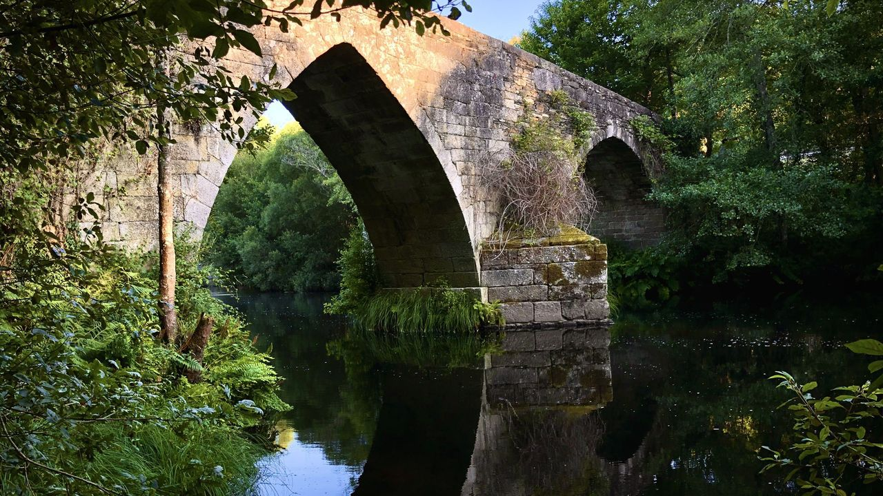 Lugares para visitar en Lugo en un día gris.Por el puente de San Alberte pasa el tramo guitericense del Camino Norte
