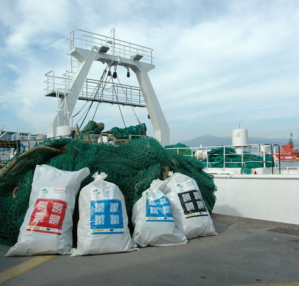 Los residuos se almacenan en contenedores con código QR.