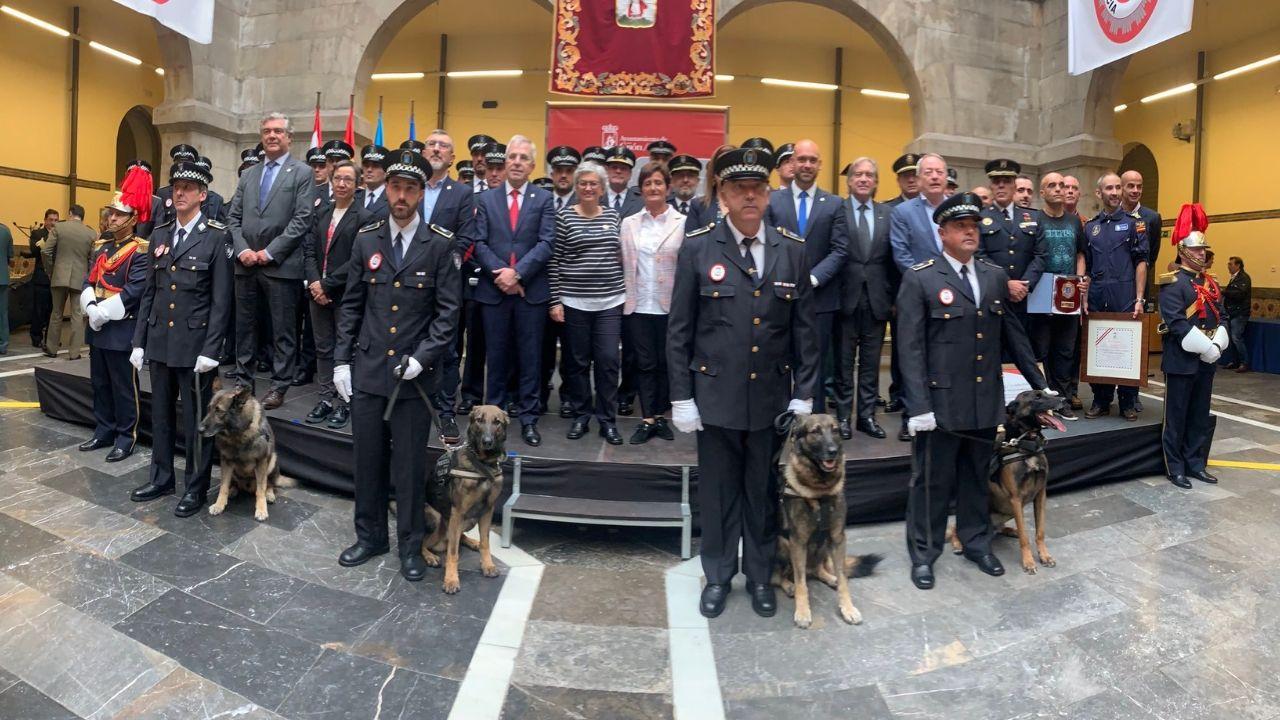 comisaría de Policía Nacional de Gijón.Foto de familia de la celebración de la Fiesta de la Policía Local de Gijón