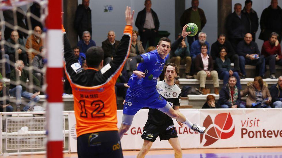 Las imágenes del partido de balonmano Teucro - Alarcos de Ciudad Real.Edificios en la calle Marqués de Pidal, en Oviedo