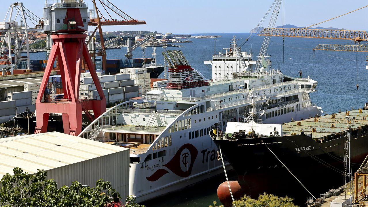 La planeadora semirrígida confiscada a la organización de Miñanco se almacena en el astillero de O Facho.