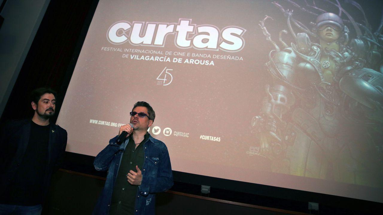 «No conocía ni Cambados ni Arousa, escribimos el guion de 'Airbag' de oído».Tifo de Symmachiarii en el partido frente al Cádiz