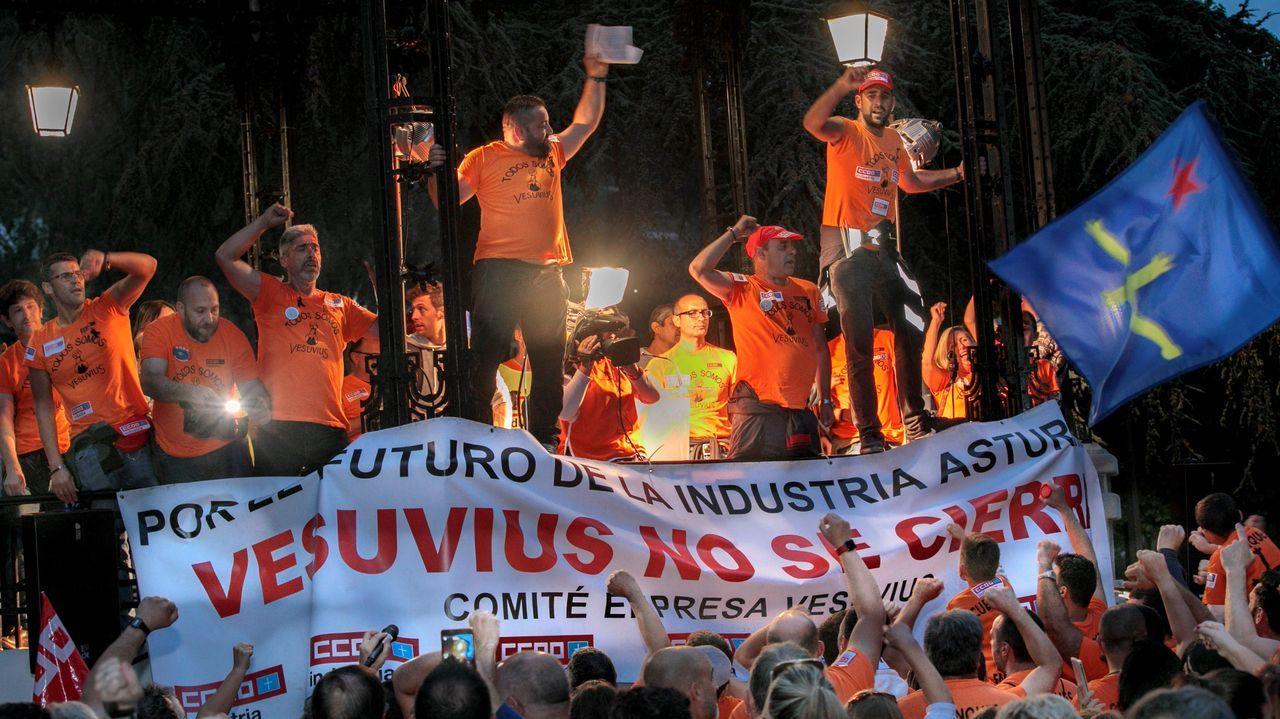 Miles de personas han vuelto a secundar la tercera gran manifestación convocada por el Comité desde el anuncio del ERE, que ha discurrido en esta ocasión entre el Parque Viejo de La Felguera y el Parque Dorado de Sama.