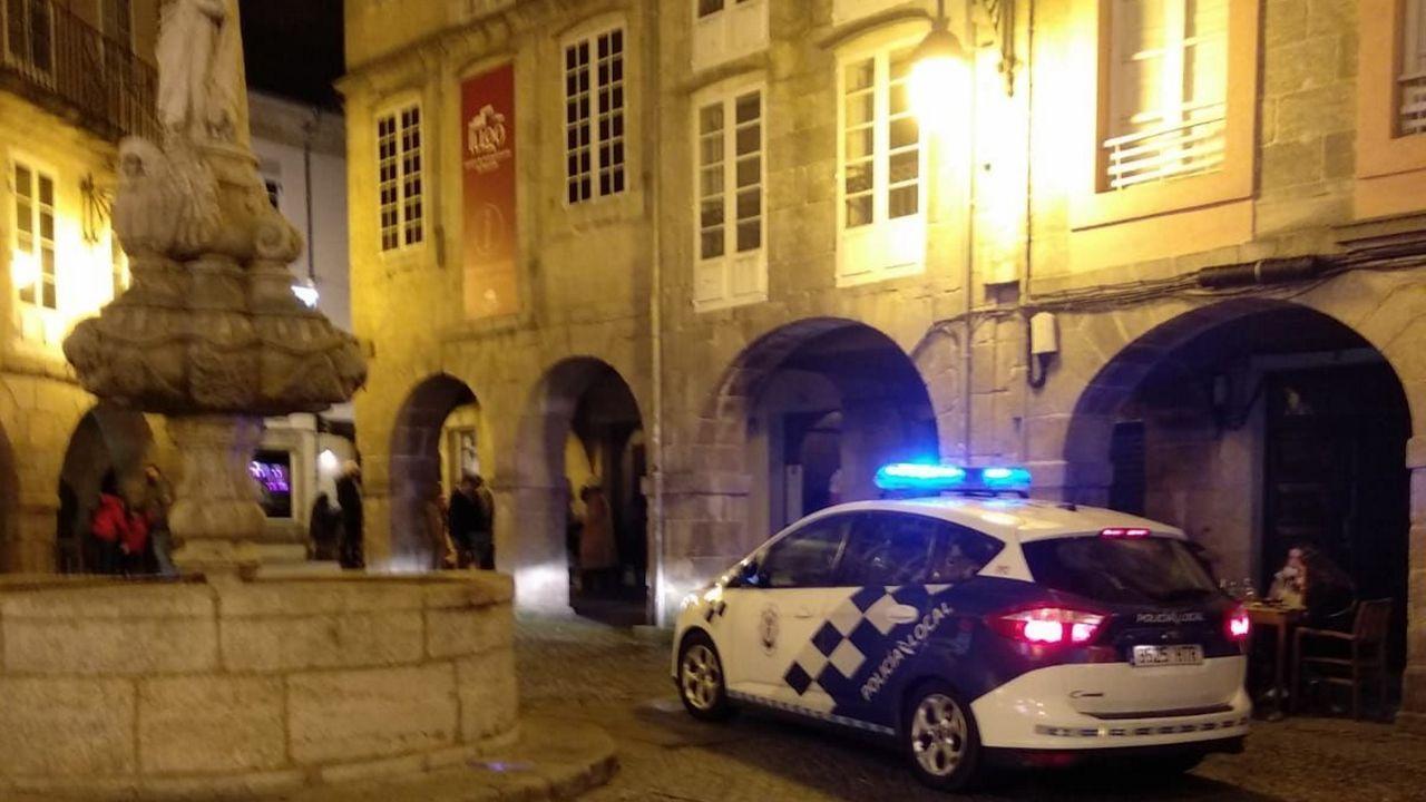 Vehículo de la Policía Local de Lugo en la praza do Campo
