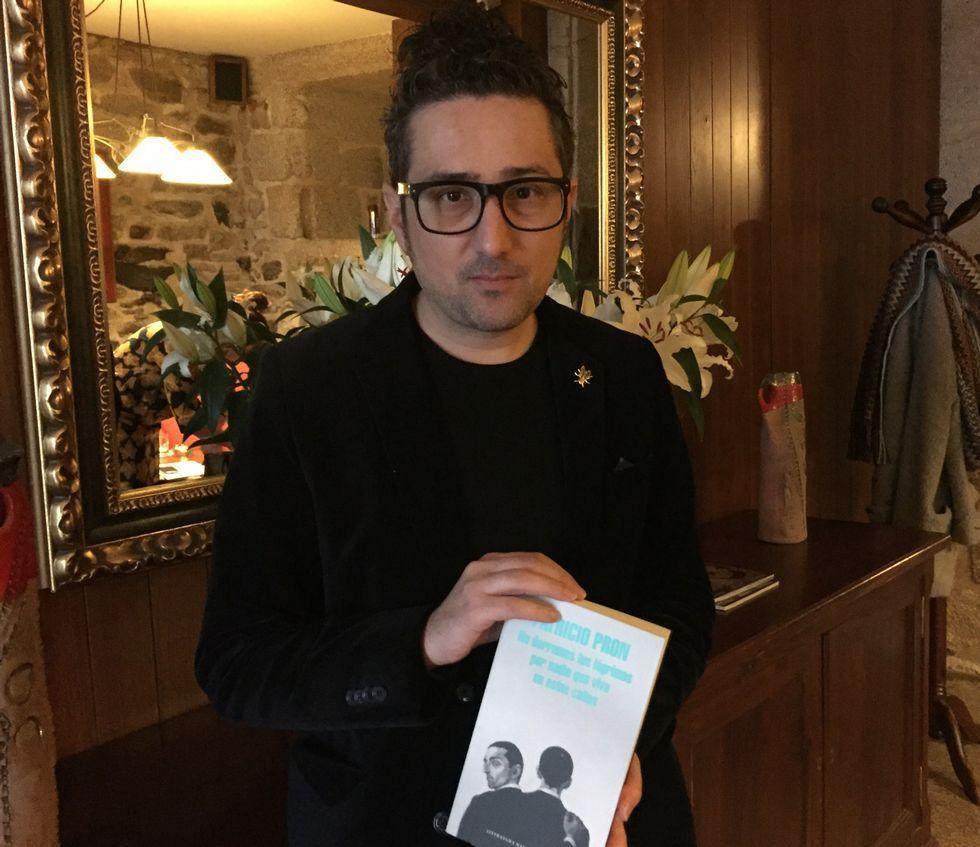 La reunión a tres, en imágenes.Patricio Pron presentó su última novela en Santiago