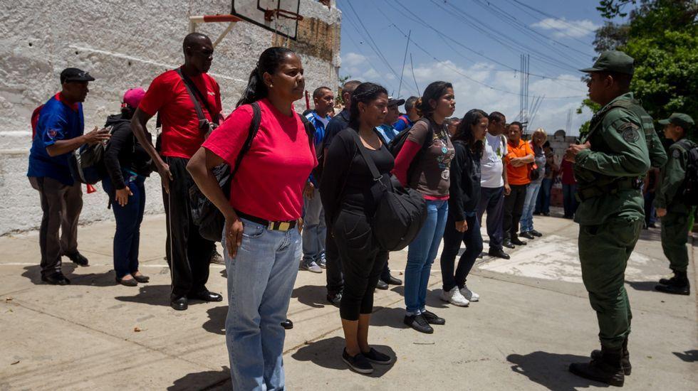 Venezuela se echa a la calle para reclamar elecciones libres.Colapso en Caracas. La protesta masiva de conductores de autobuses bloqueó el tráfico de la capital.