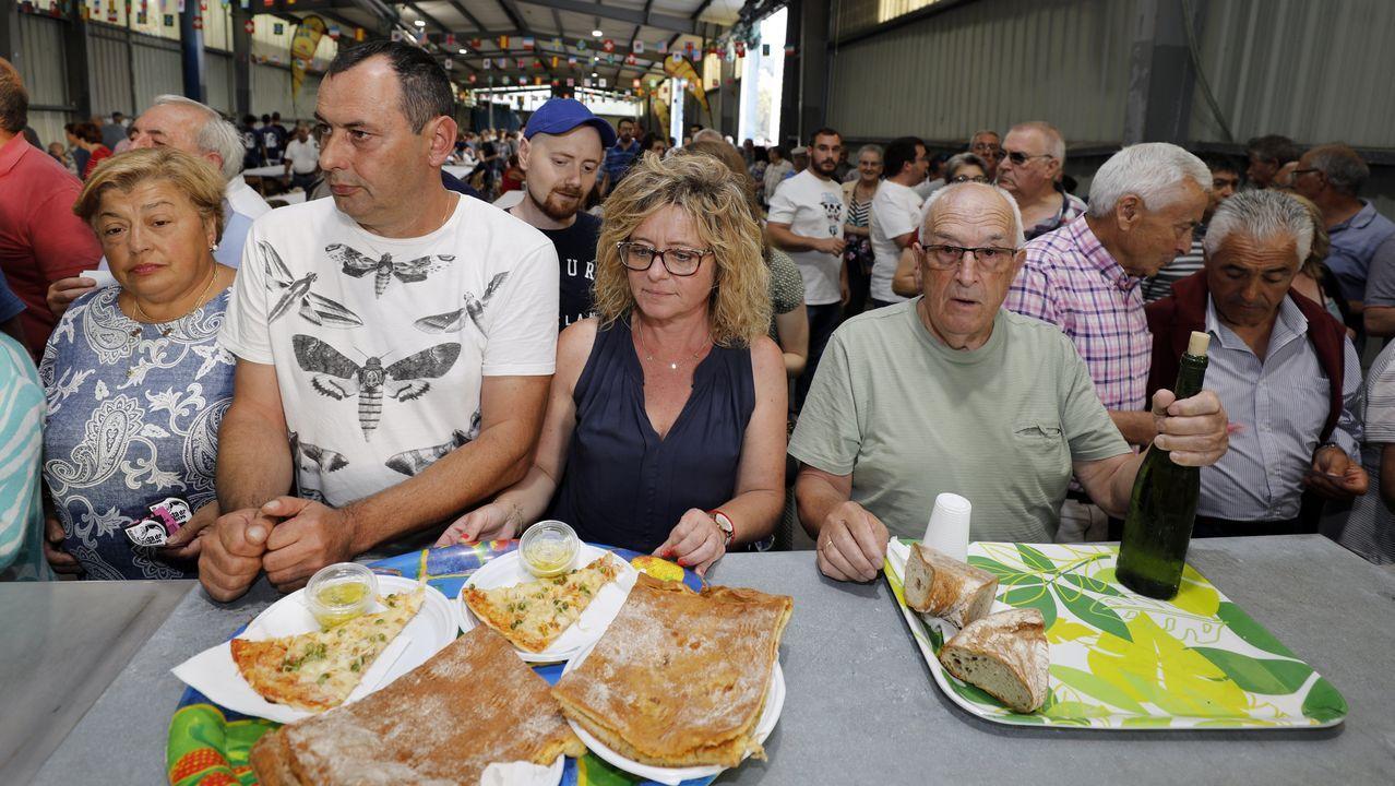 La festa da merluza de Celeiro atrae multitudes.PREPARACIÓN DE LA MERLUZA EN LA FIESTA DE CELEIRO