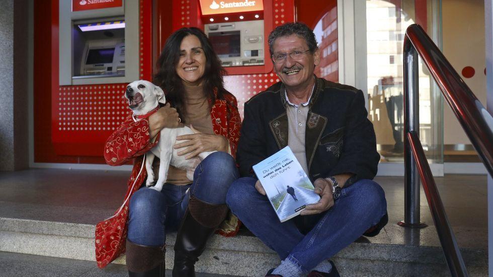 Alberto Castro, o ferreiro artesán de Vilamartín de Valdeorras..El alcalde, Alfredo García, y la concejala de Medio Ambiente, Diana Urdangaray, presentaron el PMUS