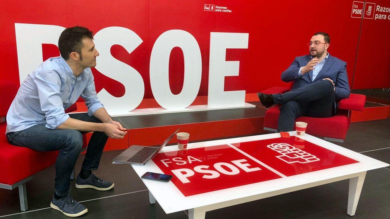 El presidente del Principado y secretario general de la FSa, Adrián Barbón, ha mantenido un encuentro telemático con militantes socialistas
