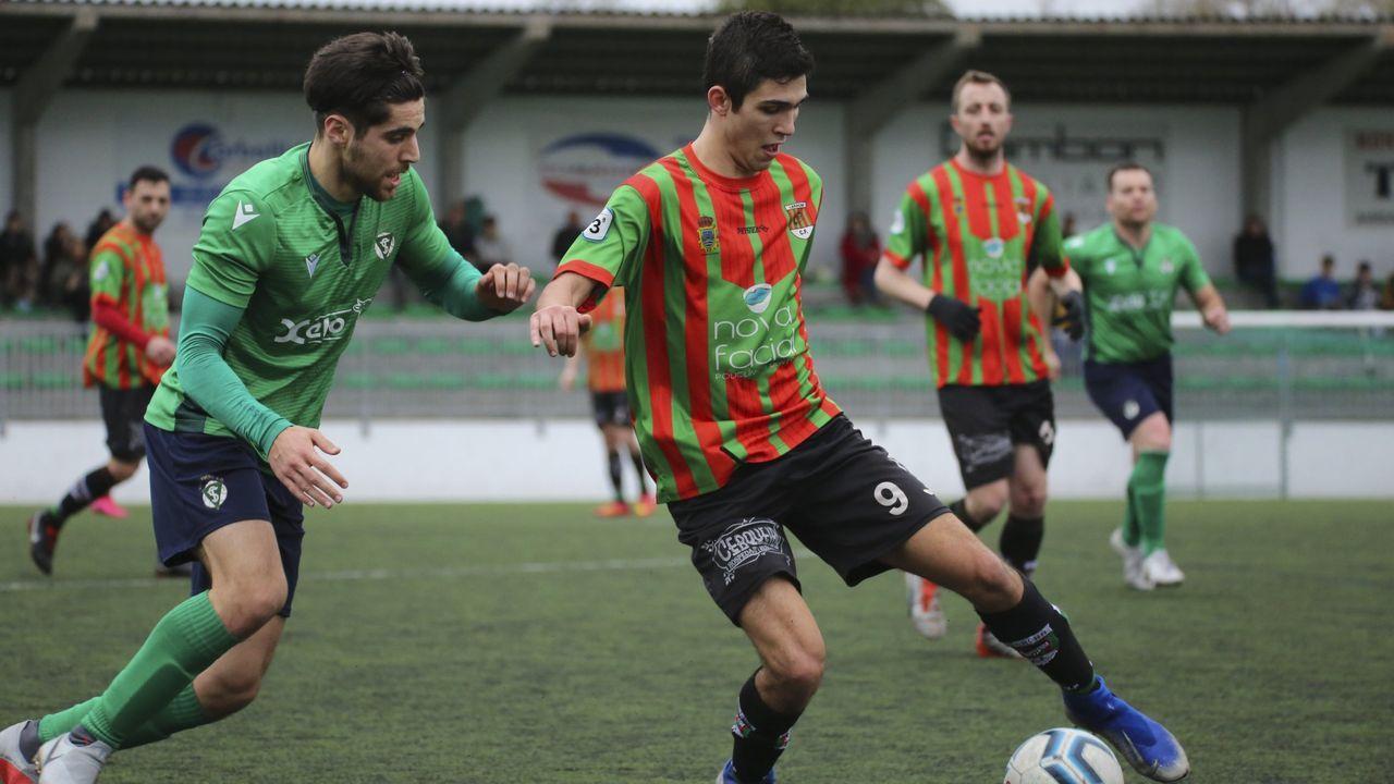 Un partido de Preferente de la pasada temporada entre el Laracha y el San Tirso