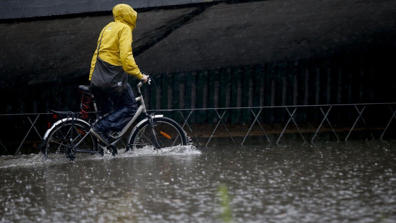 Verano del 2018. En apenas media hora las nubes descargaron más de 20 litros por metro cuadrado. Era un día de verano, un 30 de junio. Las fuertes lluvias coincidieron con la marea alta y el drenaje de la ciudad se vio colapsado. La consecuencia fue que A Coruña se inundó en cuestión de minutos
