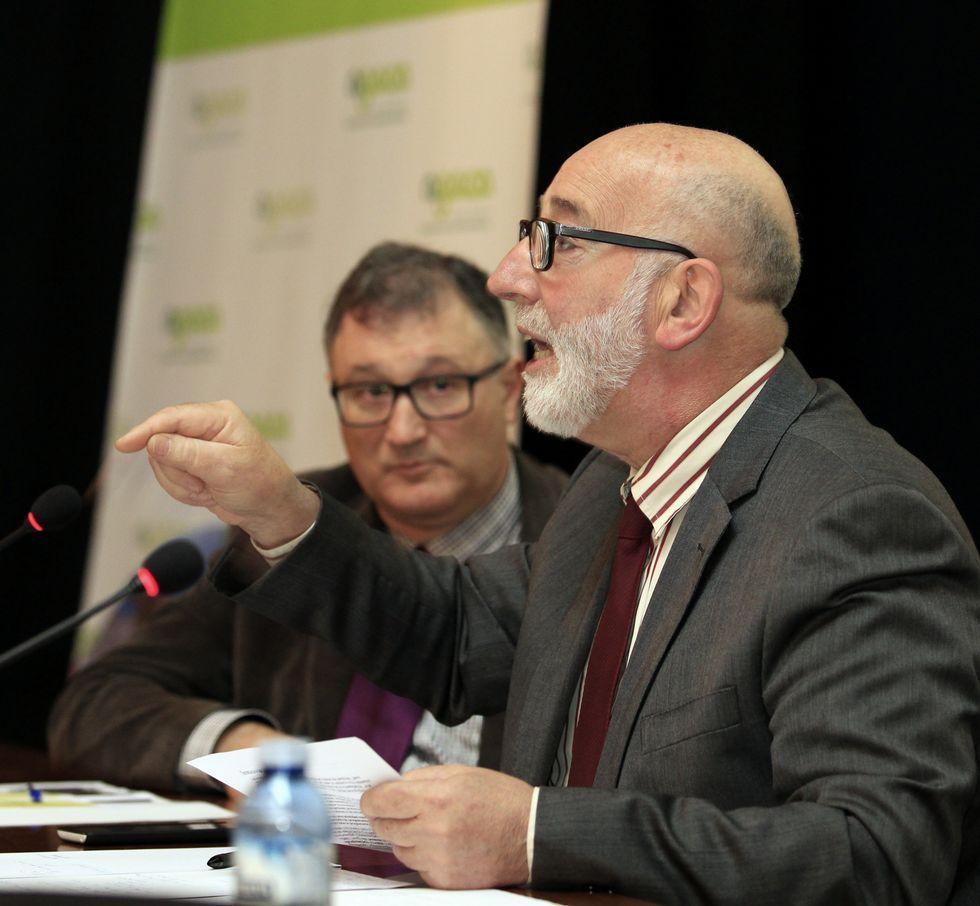Higinio Mougán, de Agaca, con Manuel Eirín, de Gaélica Solar.