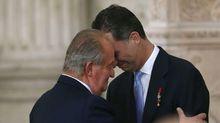 La trayectoria del rey emérito termina fuera de España