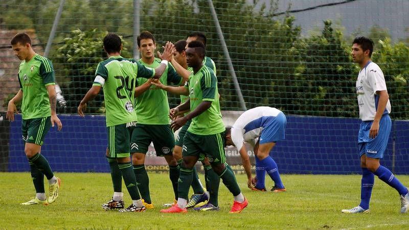 El Gondomar-Celta, en imágenes.El buen humor reina entre los dos delanteros del Celta, Charles Días y Joaquín Larrivey.
